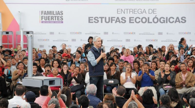Entrega Alfredo del Mazo Estufas Ecológicas Para Apoyar la Economía de Familias y Cuidar su Salud