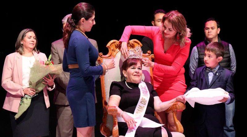 Coronan Autoridades del SEDIF a Reina del Inapam Zacatecas