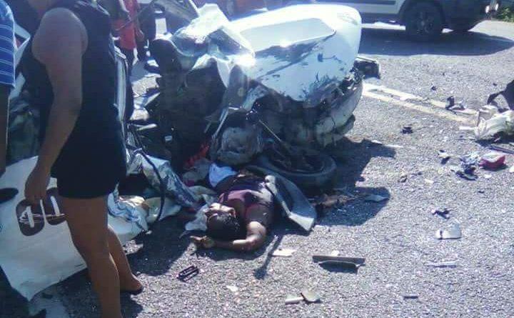 Fuerte Accidente Entre 2 Vehículos Sobre la Carretera Nacional Acapulco -San Marcos