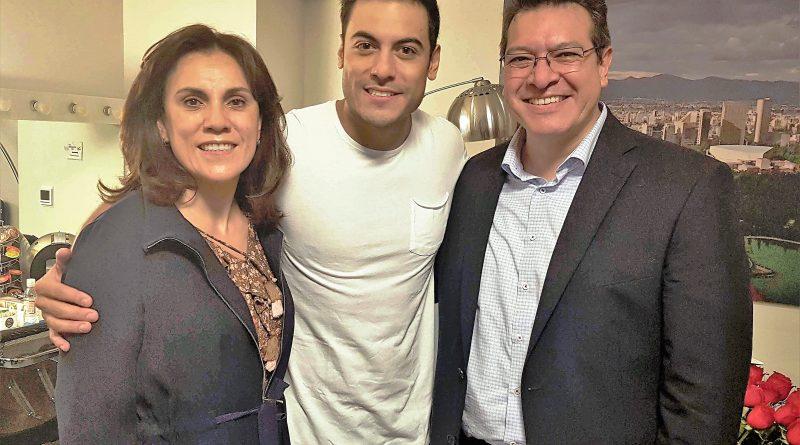Felicita Marco Mena a Carlos Rivera por Conciertos en Auditorio Nacional
