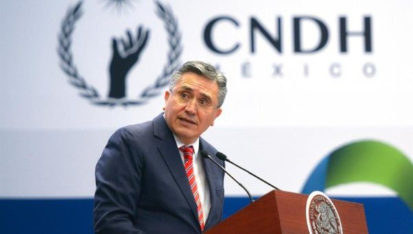 Entrevista Presidente de CNDH, Luis Raúl González Pérez, Tras su Participación en Foro de Análisis Derecho Humano a Salud en México