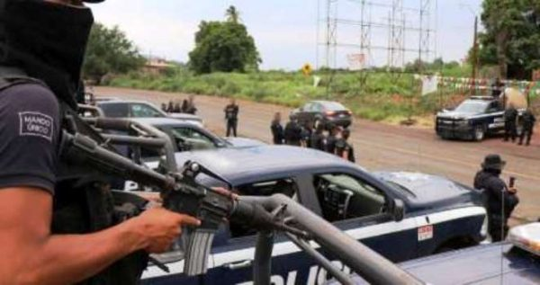 """Elementos de Policía Michoacán y unos Gatilleros Protagonizaron Balacera en Cerro """"Los Ahorcados"""""""