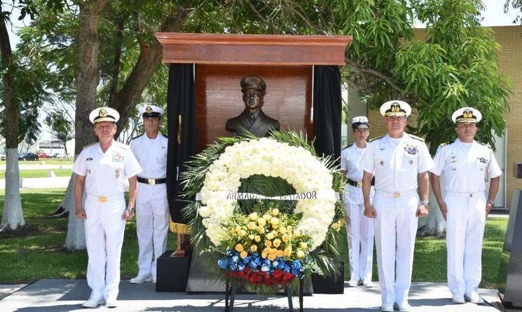 Devela Semar-Armada de México Busto del Máximo Héroe Naval Ecuatoriano en la Heroica Escuela Naval Militar